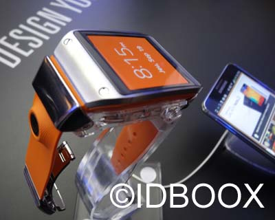 Galaxy-Gear-01-IDBOOX