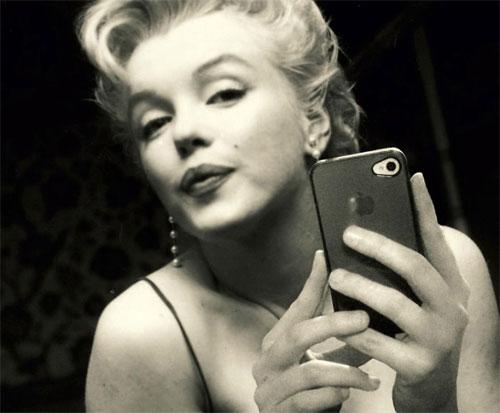 Marilyn Monroe prend un Selfie