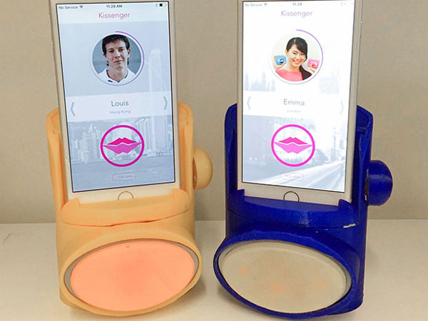 kissenger-embrasser-avec-un-smartphone-02