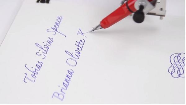 axidraw-robot-ecrivain