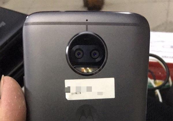 Moto X (2017) des photos et les caractéristiques