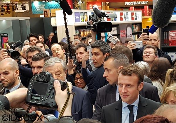 Présidentielle E Macron et le livre