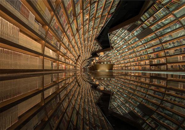 Bibliothèque futuriste un tunnel de livres