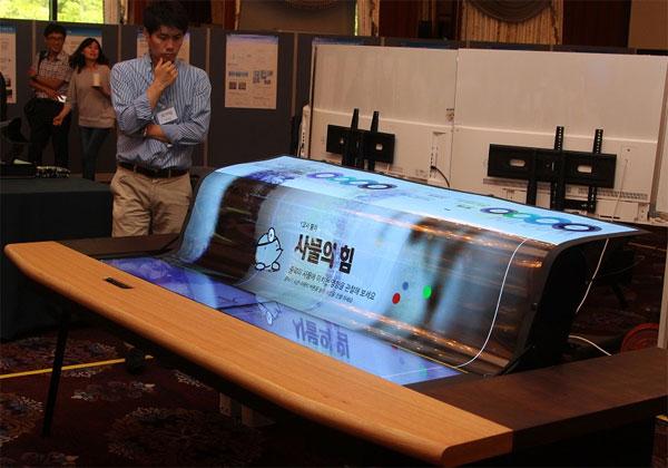 LG écran flexible 77 pouces
