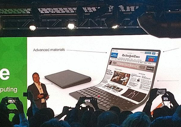 Lenovo un ordinateur avec un écran flexible