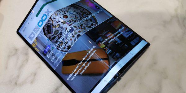 Huawei Mate XS prise en main du smartphone et de son écran pliable